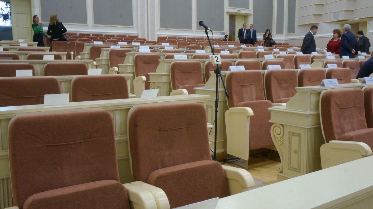 К этому микрофону общественность не подпускают. Фото: © «ДЕНЬ.org»