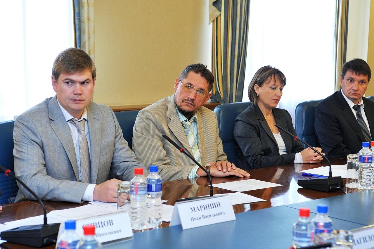 Министр энергетики и ЖКХ по УР Иван Маринин (первый слева). Фото: пресс-служба Главы и Правительства УР