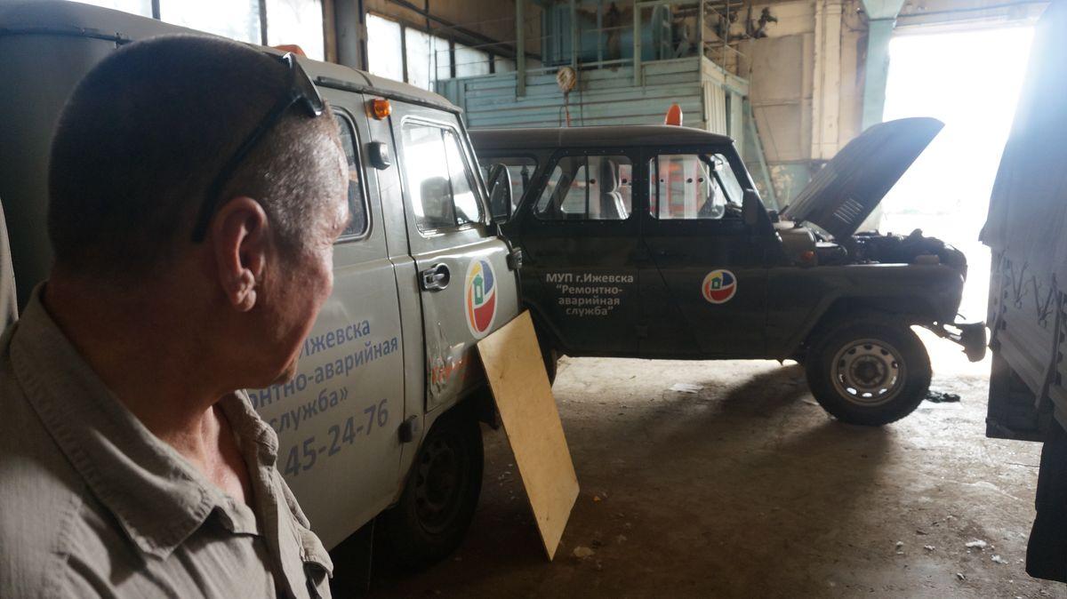 Автомобили аварийной службы «Горсервиса» cтоят на приколе. Фото ©«ДЕНЬ.org»