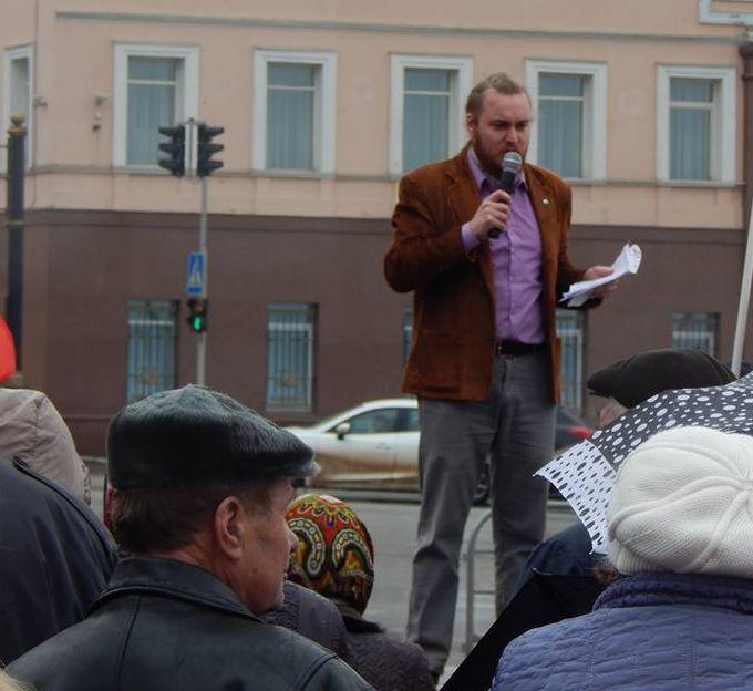 Один из организаторов митинга Ильдар Закиров.