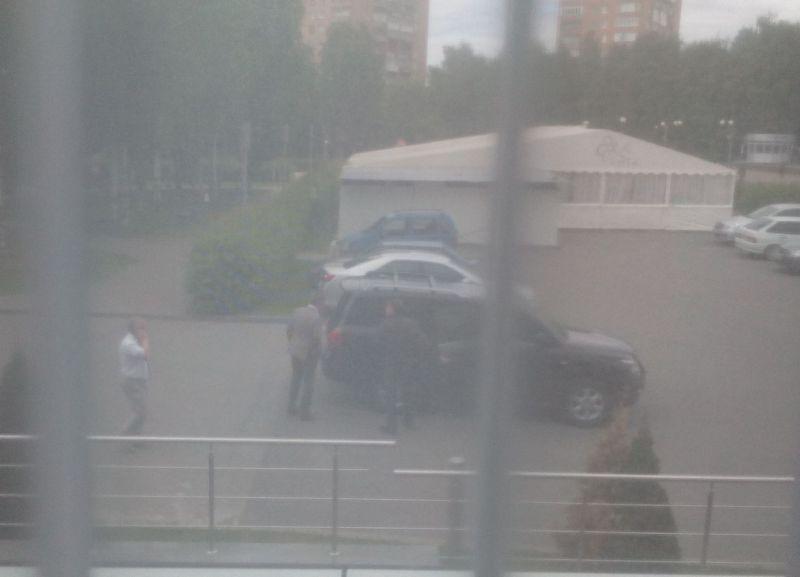 Денис Агашин покидает Park Inn. Фото ©День.org