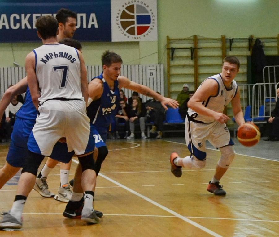 Илья Подобедов забил решающий мяч с максимальной в баскетболе «стоимостью» в три балла. Фото: Александр Поскребышев