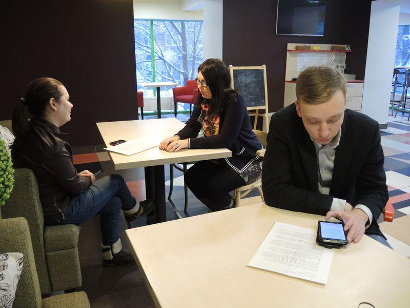 На пресс-завтрак с Борисом Ломаевым пришли представители четырёх местных изданий. Фото ©«ДЕНЬ.org»