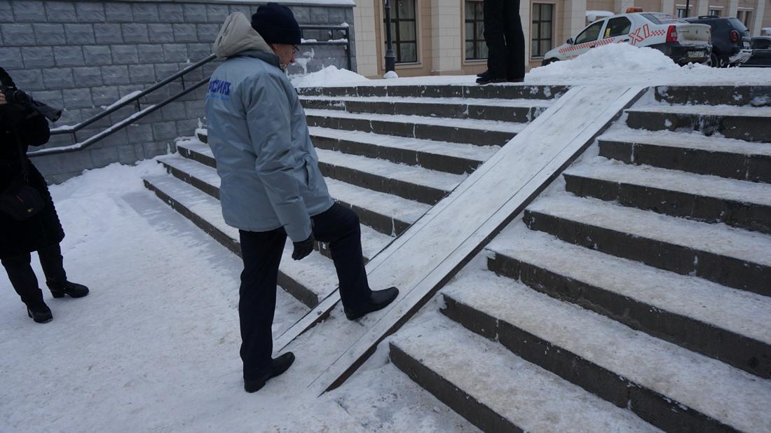 Переход у драмтеатра. Фото: «ДЕНЬ.org»